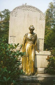 Bronzeplastik Johannisfriedhof Dresden (restauriert 2001)
