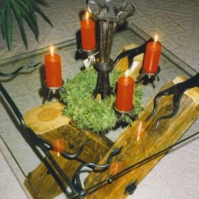 Tisch aus alten Fachwerkbalken