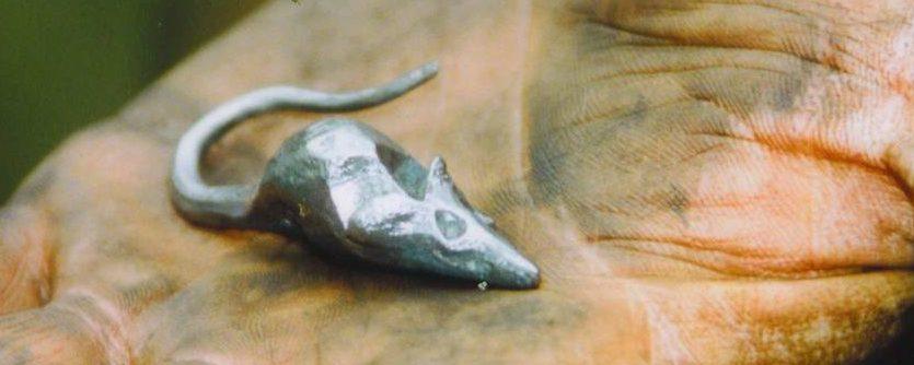 Maus geschmiedet in Eisen oder Bronze