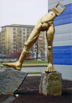 Denkmal am Konrad Zuse- Hochhaus in Hoyerswerda  Entwurf TMVO Reimann